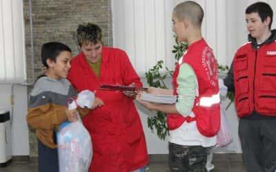 Подела пакетића Инклузивном тиму Црвеног крста Зрењанин