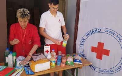 Подела пакета хране и хигијене социјално најугроженијим лицима